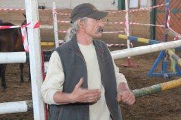 Studenci SWPS z W-wy zajęcia praktyczne z psychologii koni
